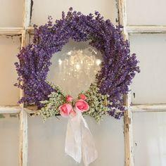 Lavanda and rose wreath, with inside candle lights! Lavender Cottage, Lavender Blue, Lavender Fields, Rose Cottage, French Lavender, Lavender Crafts, Lavender Wreath, Lavender Decor, Purple Wreath