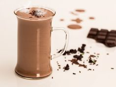 chocolate Milk Shake recipes: Milk Shakes Are great on a Hot Summer day! Hot Chocolate Recipes, Healthy Chocolate, Menta Chocolate, Chocolate Caliente, Cocoa Chocolate, Chocolate Coffee, Chocolate Cookies, Chocolate Cheese, Italian Cafe