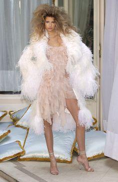 http://www2.pictures.livingly.com/it/Versace+Fall+2003+zHaj-DDLkrgl.jpg