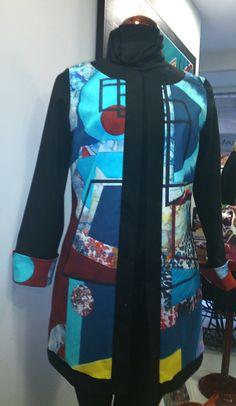 Chaqueta azul con motivos geométricos. Vas hecha un cuadro by Maite Cobo. #moda #arte #trendy