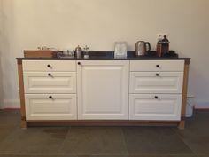 Ikea Küchenfronten ,eine Granitplatte und selbstgefertigte Holzseitenwände,Paneele und Sockel - fertig ist die Anrichte