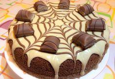 Gâteau Kinder bueno au Thermomix, recette d'un délicieux gâteau au chocolat nappé d'une crème au kinder buenno, très facile à réaliser.