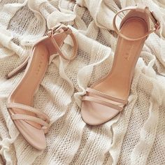 Nude heels with an ankle strap. They look so light! Stilettos, Pumps, Nude Heels, Shoes Heels, Dress Shoes, Cute Shoes, Me Too Shoes, Frauen In High Heels, Lauren Conrad