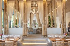 First Look: World-famous beach club Nammos now open in Dubai Deco Restaurant, Luxury Restaurant, Restaurant Interior Design, Beach Restaurant Design, Club Design, House Design, Beach Cafe, Beach House Cafe, Architecture Design