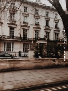 Driving around London 🪐 - - Aesthetic Light, City Aesthetic, Brown Aesthetic, Aesthetic Style, Aesthetic Outfit, Aesthetic Bedroom, Aesthetic Grunge, Aesthetic Fashion, Architecture Baroque