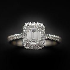 """à vendre : 7500€ Solitaire Diamant taille Emeraude de 1.09 Cts F-VS1. Or gris 18k .Taille 56. serti en son centre sur 4 griffes d'un Diamant naturel taille """"Emeraude"""" rectangle de 1.09 Ct Couleur : F ( Extrablanc +) Pureté : VS1 (Très petites inclusions) dimensions pierre 6.7 mm x 5.1 mm + 0.28 Cts de diamants brillants sertis sur le corps de bague qualité G-VS Poids : 4.0 gr Taille 56 Livré avec certificat du laboratoire LFG de Paris mise à la taille offerte Vendu avec Facture ."""
