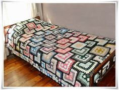 I LOVE the look of this #3d #crochet blanket!  IDK if I would ever make one, but it is lovely.