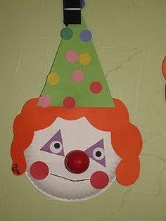 Clown van papieren bordje