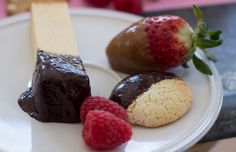 Valentine's Day: Recipe for fondue duo of chocolate-mango and five-spice caramel sauces