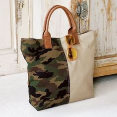 Even a gift! To make a handmade handmade tote bag with camouflage pattern (bag) Denim Tote Bags, Tote Purse, Canvas Tote Bags, Tote Bags Handmade, Handmade Bracelets, Big Bags, Shopper, Purses And Bags, Coin Purses
