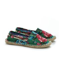 Joules ISLA Womens Espadrille Shoe, Aplposy. Never has a style of shoes said Summer as much as the Espadrille. In painted  stripes and a fantastic floral print, step out in style this season.