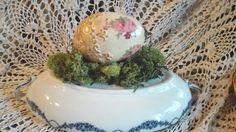 Jajeczko z różyczkami i skorupkami :)