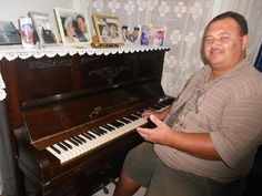 """BLOG  """"ETERNO APRENDIZ"""" : VIÚVA CEDE PIANO HISTÓRICO PARA O CHARITAS"""