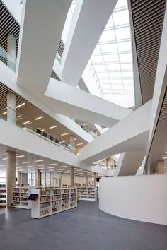 Danish firm Schmidt Hammer Lassen Architects collaborated with local office Fowler Bauld & Mitchell on the design for the Halifax Central Library