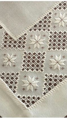 Cinemin gözdelerinden biri. Bargello, Cross Stitch Embroidery, Lace Embroidery, Hardanger Embroidery, Hand Embroidery Stitches, Embroidery Needles, Machine Embroidery, Embroidery Patterns, Needlepoint