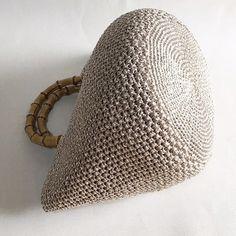 Crochet pattern of star stitch Crochet Stitches Free, Crochet Tote, Crochet Handbags, Knit Crochet, Knit Basket, Knitted Bags, Purses And Bags, Knitting Patterns, Weaving