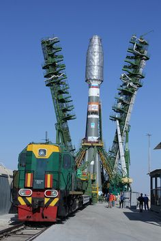 Soyuz and Metop-B rolled out to launch pad #flickr #soyuz #rocket #pad #train