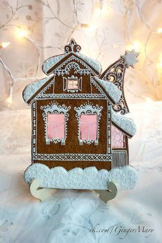 Витражные пряники Марии Christmas Goodies, Winter Christmas, Xmas, Christmas Ornaments, Gingerbread Decorations, Gingerbread Houses, Ginger House, Stained Glass Cookies, Cookie House