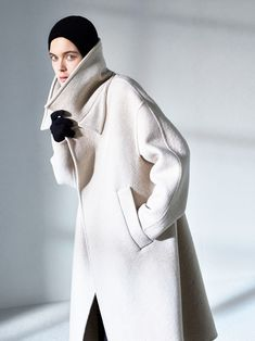 The complete Max Mara Atelier Fall 2018 Ready-to-Wear fashion show now on Vogue Runway.