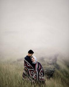 Pre Wedding Poses, Pre Wedding Photoshoot, Wedding Shoot, Wedding Couples, Muslimah Wedding, Cute Love Images, Lovers Pics, Profile Pictures Instagram, Romantic Wedding Photos