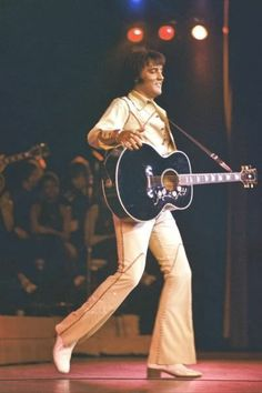 Elvis wearing the Rainfall Beige Two - Piece Leather outfit. Hilton Hotel, Las Vegas. August, 1974.