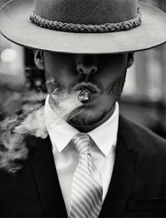 The scraggly beard makes this look stupid. Retro Inspired Gangster Portraits - The Hat Required DSection Editorial Channels Era Elegance (GALLERY) 1920s Gangsters, Aztecas Art, Gangster Style, Gangster Suit, Mafia Gangster, The Lone Ranger, Jolie Photo, Mans World, Retro
