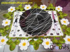 Carine Strieder e seus Crochês: Jogo Americano em Crochê com flores