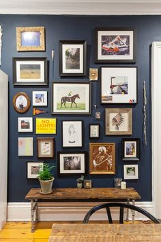 A cute couple transforms a Brooklyn rental with a lot of original architectural features into a Bohemian-Meets-Americana mix of their individual styles. Gallery Wall Bedroom, Modern Gallery Wall, Gallery Walls, Art Gallery, Home Design, Interior Design, Dark Blue Walls, Decoration Entree, Modern Hallway