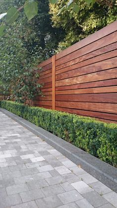modern fence styles full screen for contemporary garden fence designs hardwood f… Cheap Privacy Fence, Privacy Fence Designs, Backyard Privacy, Backyard Fences, Garden Fencing, Backyard Landscaping, Diy Fence, Privacy Fence Landscaping, Bamboo Fencing