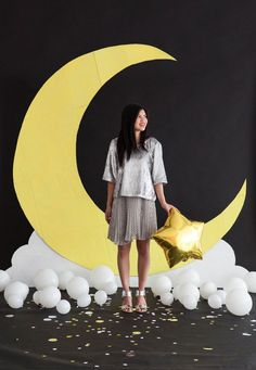 Giant Moon Backdrop DIY, perfect for a star and moon inspired party Star Wars Party, Star Party, Outer Space Party, Galaxy Theme, Shower Bebe, Star Decorations, Space Theme Decorations, Diy Backdrop, Star Baby Showers