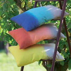 # AlineaPE2014 Coussin rectangulaire au dégradé de couleurs (plusieurs coloris disponibles) - Mayotte - Les coussins décoratifs - Textiles et tapis - Salon et salle à manger - Décoration d'intérieur - Alinéa