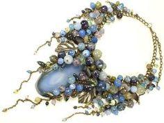 Друзья, доброго времени дня! С удовольствием представляю новые работы, которые скоро появятся в магазине. Капитанша - колье в морском стиле, в морской гамме и с морским характером). Было похожее колье с таким же названием когда-то. Карамельно - Синий Этюд. В продолжение линии украшений в синем диапазоне. Колье из натуральных камней и натурального жемчуга , съёмный цветочный декор.