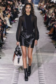 Longchamp Fall 2019 Ready-to-Wear collection, runway looks, beauty, models, and reviews.
