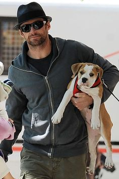 Hugh Jackman and JJ - his boxer looks like Daisy Hugh Jackman, Hugh Michael Jackman, Celebrity Dogs, Celebrity Gallery, Celebrity Pictures, Hollywood Stars, Famous Celebrities, Celebs, Hugh Wolverine