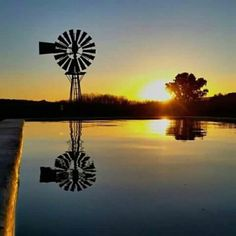 Beautiful Old Windmills, Water Powers, Sea To Shining Sea, Diy Solar, Old Barns, Le Moulin, Big Sky, Background Pictures, Farm Life