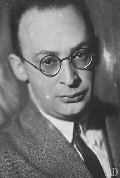 Архитектор Моисей Гинзбург (1892-1946).