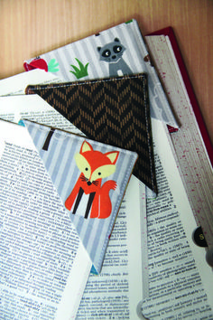 This fabric bookmarks are easy to make and perfect little gifts when paired with a book! @cosyproject