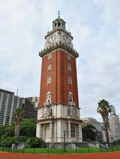 Torre Monumental (Argentina) La Torre Monumental (antigua Torre de los Ingleses) es un monumento situado en el barrio de Retiro, en Buenos Aires. Situada en la Plaza Fuerza Aérea Argentina (antigua Plaza Británica) junto a la calle San Martín y la Avenida del Libertador. Fue construida por residentes británicos en la ciudad