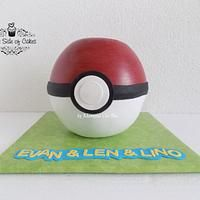 This cake was a huge challenge for me! A ancient school friend has contacted me for a Pokemon cake. His son was a huge fan and his favourite character was Mega Glurak X! Luckily my kids have shown me how it looks like.