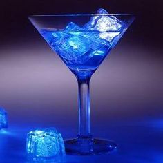 With the Ice Cube with LED Light you can be sure to surprise your party guests! These glowing ice cubes are perfect for all sorts of celebrations. They light up wine glasses, glasses, ice buckets, etc.