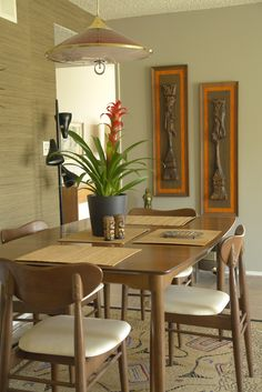 Living Vicariously Mondays - today with L. Greg and his beautifully restored 1962 contemporary - Retro Renovation Mid Century Dining, Mid Century Decor, Mid Century House, Mid Century Modern Furniture, Mid Century Modern Design, 1960s Living Room, Bali Style Home, Retro Home, Modern Retro