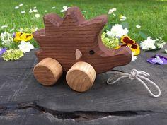Jouet en bois hérisson tirer jouet cadeau par WoodenFrogLV sur Etsy