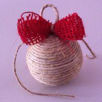 pallina natale di spago con fiocco rosso