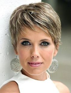 Short Hairstyle For Older Woman With Fine Thin Hair - Style & Designs #HairstylesForWomenWithThinHair