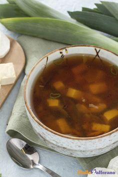 Dalla cucina tradizionale giapponese, ecco un piatto leggero, ma gustoso: la zuppa di #miso (miso soup), ricca di verdure e di sapore! #ricetta #GialloZafferano #verdure #zuppa