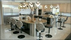 oustanding Luxury dining rooms with modern lightning -   #lightning #luxury #modern image from http://homesdesign.us/?p=142