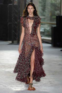 Giambattista Valli Spring/Summer 2018 Ready To Wear | British Vogue