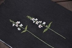 작품내용 하나 하나 다 올렸구요. 오늘은 책에 완성품을 올릴께요 내용은 총 10작품이구... Hand Embroidery Flowers, Flower Embroidery Designs, Embroidery Patterns, Diy And Crafts, Arts And Crafts, One Stroke Painting, Japanese Embroidery, Needle And Thread, Cross Stitch Embroidery