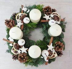 Advent Wreath Candles, Christmas Advent Wreath, Christmas Candle Decorations, Christmas Mood, Christmas Candles, Christmas Crafts, Xmas, Advent Wreaths, Reindeer Christmas