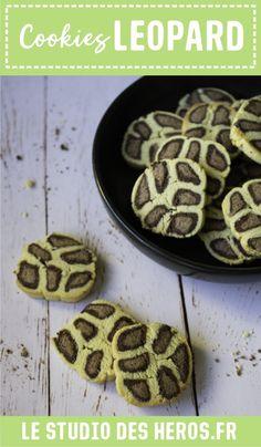 Ces petits cookies sablés léopard seront une chouette activités à faire  avec les enfants mais aussi supers  bon à déguster (avec leur parfum chocolat et noix de coco) : le duo  parfait pour occuper les enfants et se régaler ! #recetteenfant  #recettepourenfant #recettecookies #cookieschocolat #cookiesenfant  #cookiesleopard #sablesleopard #cookiessables Diy Pour Enfants, Le Boudin, Parfait, Studio, Desserts, Food, Montessori Activities, Birthdays, Owls